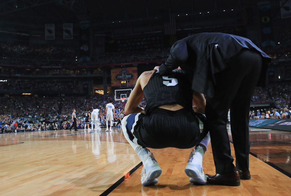 GLENDALE, AZ - APRIL 03:  Nigel Williams-Goss #5 of the Gonzaga Bulldogs reacts on the court as head coach Mark Few looks on late in the second half against the North Carolina Tar Heels during the 2017 NCAA Men's Final Four National Championship game at University of Phoenix Stadium on April 3, 2017 in Glendale, Arizona.  (Photo by Ronald Martinez/Getty Images) ORG XMIT: 686518941 ORIG FILE ID: 664278268